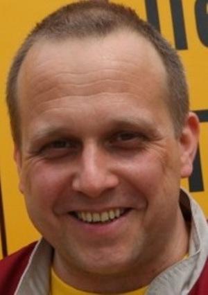 Thomas Fieber testet Fliesenschneider